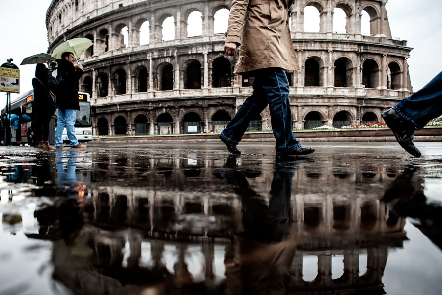 """Viale del Colosseo - """"Roma era tutta gocciolante.. Cadeva giù un'acqua così fitta e leggera che si scioglieva prima di arrivare sul selciato"""""""