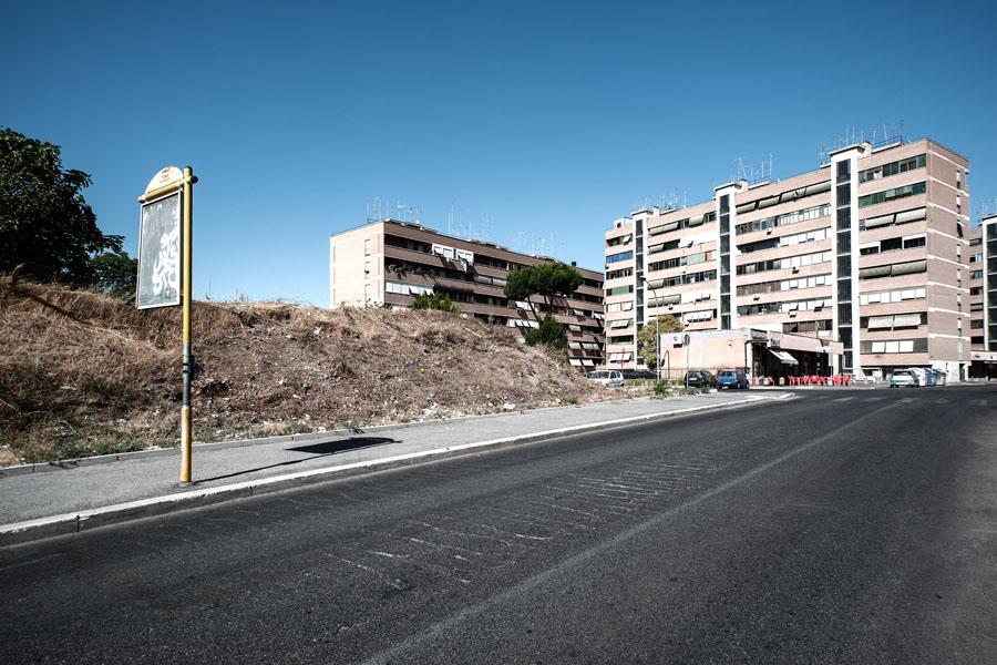 """Collina del Monte del Pecoraro, Pietralata - """"Tommasino invece correva sul marciapiede rialzato, addosso al  Monte del Pecoraro""""."""